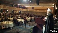 تصویر منتشر شده از مراسم شنبه شب در توییتر حسن روحانی