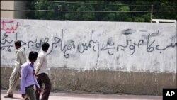 کراچی میں پھر فائرنگ، مخالفانہ سیاسی بیانات کا سلسلہ بھی شروع