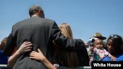 奥巴马总统2015年5月15日出席阵亡执法人员纪念活动(白宫/Official White House Photo)
