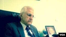 عبدالباری جهانی شاعر ونویسندۀ شناخته شده بوده و قبلأ در سرویس پشتوی رادیو آشنا صدای امریکا کار مینمود.