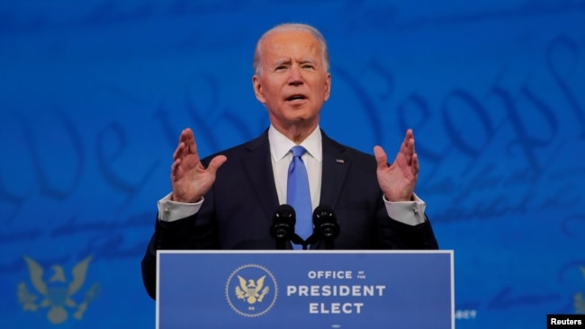Tổng thống tân cử Joe Biden đọc thông điệp trước quốc dân sau khi Cử tri Đoàn chính thức xác nhận chiến thắng của ông trước Tổng thống Donald trong cuộc bầu cử tổng thống năm 2020, tại trụ sở ban chuyển tiếp của ông Biden ở Wilmington, Delaware, ngày 14/12/2020.