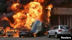 الماتے میں ایک حادثے میں کئی گاڑیوں میں آگ بھڑک رہی ہے۔ فائل فوٹو