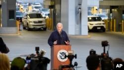 존 켈리 미 국토안보부 장관이 지난달 10일 멕시코 국경 출입국 심사소 앞에서 기자회견을 진행하고 있다.