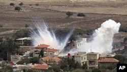 지난해 11월 이스라엘군의 공격으로 화염이 솟는 시리아 접경지역. (자료사진)