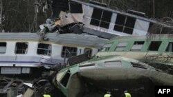 На месте столкновения двух поездов в Польше. 4 марта 2012 г.