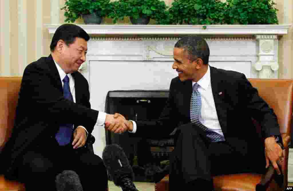 Tổng thống Barack Obama bắt tay Phó Chủ tịch Tập Cận Bình tại Tòa Bạch Ốc ngày 14 tháng 2 năm 2012. (Reuters)