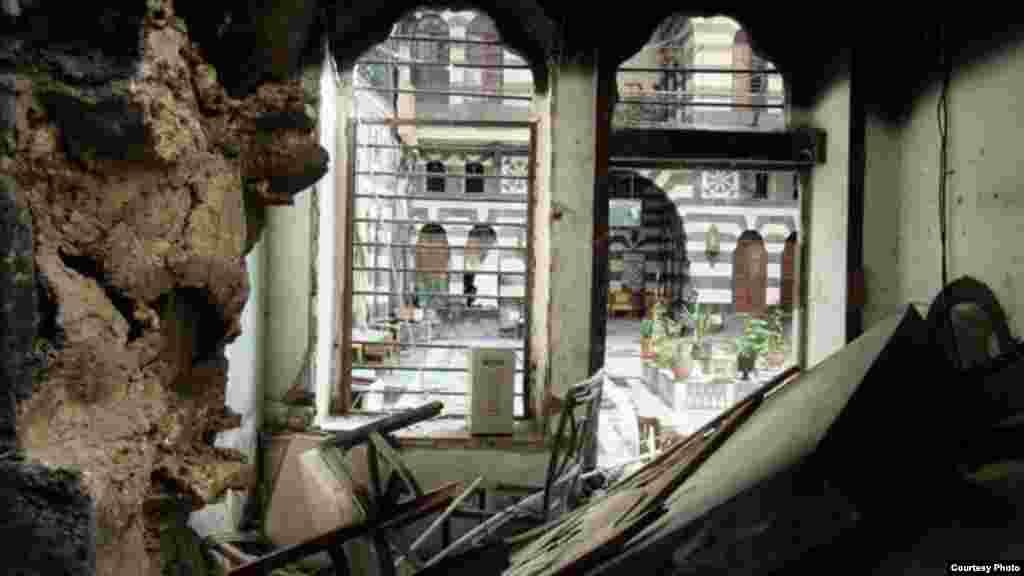 Halaman dalam Al-Agha dilihat dari sebuah ruangan yang hancur terkena roket di Suriah (16/1). (Lens Young Homsi)