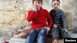 Enfants blessés lors de frappes aériennes à Alep, en Syrie, le 18 novembre 2016.