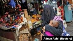 Pemerintah pemerintah akan melarang pemakaian burkak dan menutup lebih dari seribu madrasah. (Foto: REUTERS/Adnan Abidi)