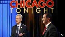 """Debate entre los dos candidatos finalistas, el alcalde Rahm Emanuel (izquierda) y el mexicoestadounidense, Jesús """"Chuy"""" García."""