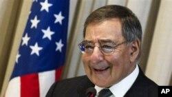Menteri Pertahanan AS, Leon Panetta (25/4)