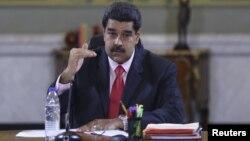 El presidente venezolano Nicolás Maduro dice querer una economía productiva nueva en su país.