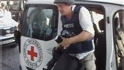 یکی از خبرنگاران آزاد شده از هتل رکسیوس در طرابلس. ۲۴ اوت ۲۰۱۱