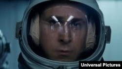 رایان گاسلینگ در نقش نیل آرمسترانگ، نخستین مسافر کره ماه، گامی بزرگ برای بشریت