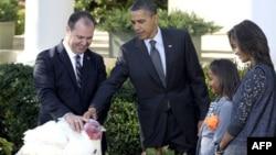 Барак Обама с дочерьми в Белом Доме