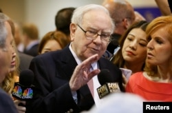 Berkshire Hathaway CEO Warren Buffett talks with a reporter before the Berkshire Hathaway annual meeting in Omaha, Nebraska, May 6, 2017.