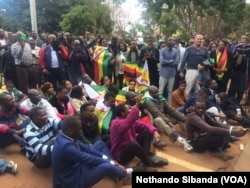 Supporters of Pastor Evan Mawarire demonstrate outside a Harare Court.