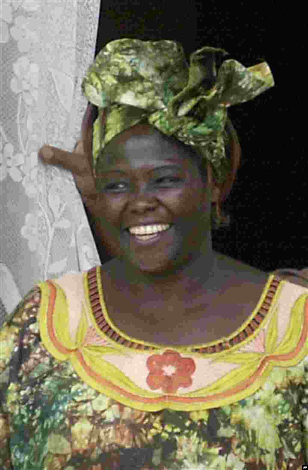 2004: Wangari Maathai, Kenya. She developed the Green Belt Movement for women in Africa to conserve the environment and improve their lives by planting trees. (AP)