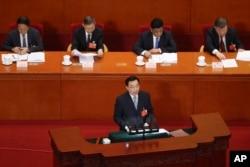 中国全国人大常委会副委员长王晨在北京人大会堂全国人大年度会议上讲话。(2020年5月22日)