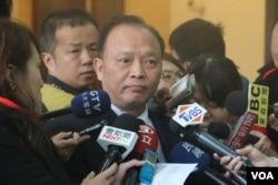 台湾农委会主委林聪贤在接受媒体采访