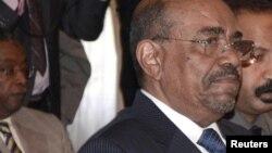 Omar el-Béchir accuse le Soudan du Sud de soutenir des rebelles dans des Etats frontaliers, ce que Juba dément