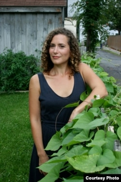 Author Lizzie Skurnick: Writer and poet Lizzie Skurnick says nothing is more interesting and meaningful like words. (Courtesy - Casey Greenfield)