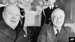 지난 1941년 12월 프랭클린 루즈벨트(오른쪽) 대통령이 백악관에서 윈스턴 처칠 영국 총리와 환담하고 있다.