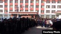 Tibetans in Labrang Sangchu of Kansu Province (Photo Source: Tibettimes.com)