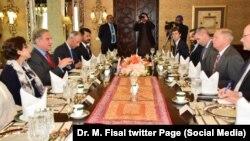 Сенатор-республиканец Линдси Грэм (второй справа) в Пакистане. 20 января 2019 г.