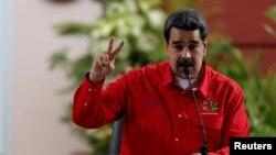 El presidente en disputa, Nicolás Maduro, firmó un acuerdo con representantes de partidos de oposición minoritarios para entablar un diálogo.