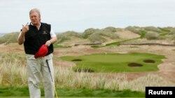 Президент Трамп на территории одного из принадлежащих ему гольф-клубов