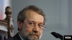 Ketua DPR Iran Ali Larijani mengatakan, AS harus menjelaskan tindakan para diplomatnya yang disebut dalam situs WikiLeaks.