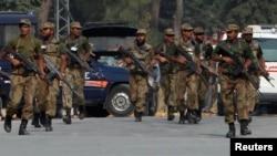 Quân đội Pakistan đang tiến hành các chiến dịch chống nổi dậy ở một khu vực biên giới khác xa hơn về phía nam, là vùng bộ tộc Bắc Waziristan.