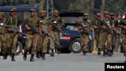 Pakistanska policija na mestu današnjeg incidenta 2. novembar, 2014.