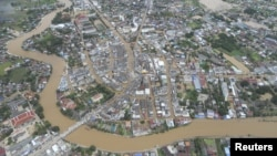 A general view of a flooded town in Sukhothai province in north of Bangkok, Thailand, September 12, 2012
