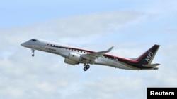 پرواز آزمایشی جت مسافری ساخت گروه میتسوبیشی ژاپن (MRJ) در پایگاهی در ناگویا در مرکز ژاپن - نوامبر ۲۰۱۵