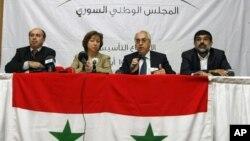Abdulbaset Seida (nomor dua dari kanan) dipilih sebagai pemimpin baru Dewan Nasional Suriah (SNC), Minggu (10/6).