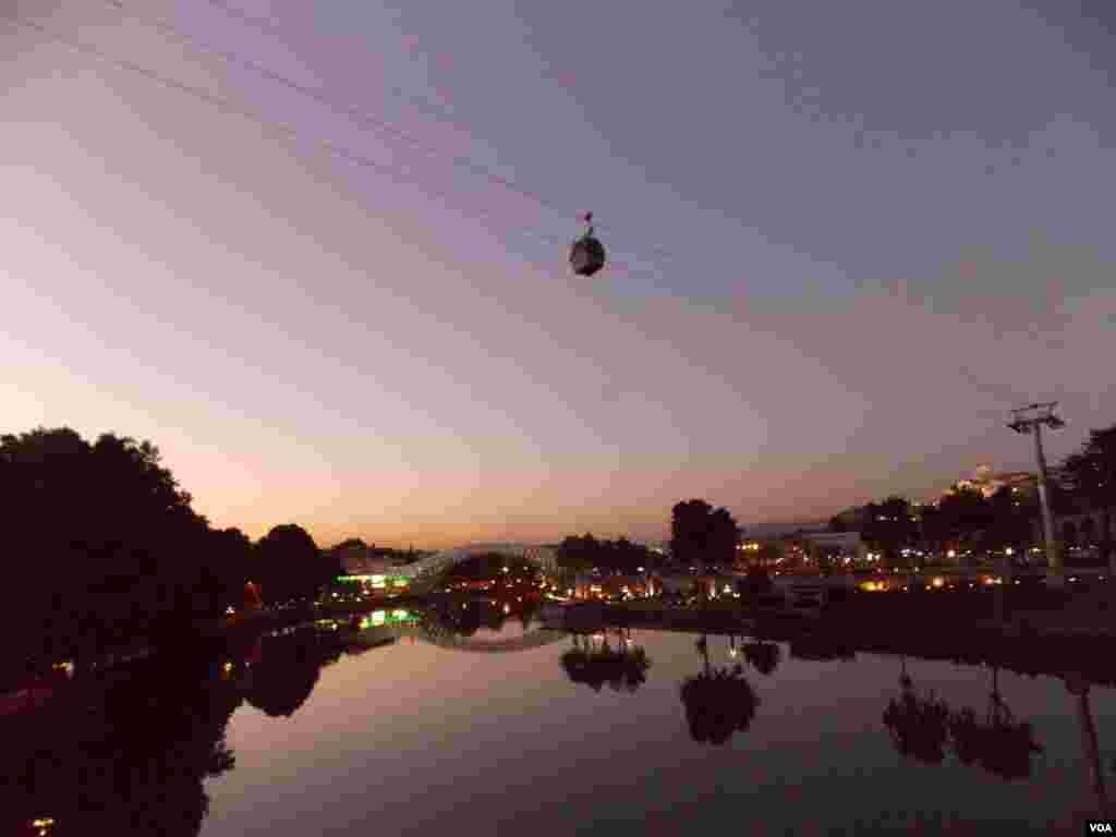 Вечерний Тбилиси. Берега Куры