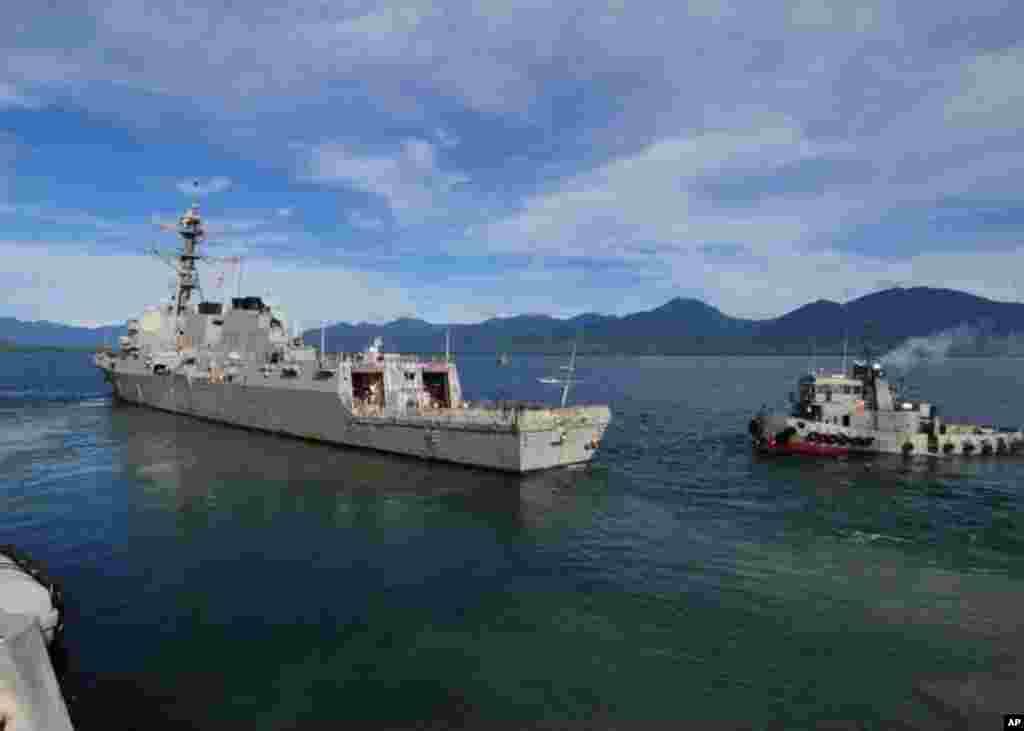 菲律賓公主港 (2011年7月4日) 美國導彈驅逐艦霍華德號離港出海參加聯合戰備訓練