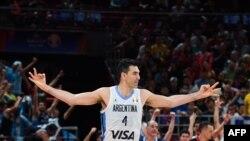 Luis Scola jubile après la victoire de l'Argentine sur la France au Mondial de basket en Chine le 13 septembre 2019.