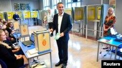 Նորվեգիայի աշխատավորական կուսակցության առաջնորդ, վարչապետ Յենս Ստոլտենբերգը՝ քվեարկելիս
