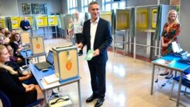 Incumbent Norwegian Prime Minister Jens Stoltenberg casts his ballot at a polling station in Oslo September 8, 2013.