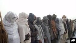 تسلیم شدن یک گروه پنجاه نفر مخالفین به دولت افغانستان