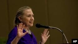 លោកស្រី ហ៊ីឡារី គ្លីនតុន (Hillary Clinton) រដ្ឋមន្ត្រីក្រសួងការបរទេសអាមេរិក ថ្លែងសន្ទរកថា នៅសៀមរាប។