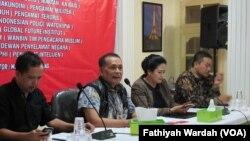 Diskusi tentang kejanggalan aksi teror Sarinah, Jakarta. (VOA/Fathiyah Wardah)