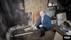 Un día antes de su comparecencia, se provocó un incendio en la mezquita a la que Osman Mohaud había asistido.