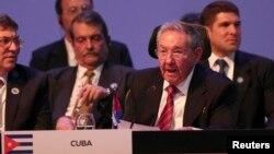 El presidente de Cuba, Raúl Castro, aprovechó su primera intervención en la CELAC, para aclarar que aunque están interesados en continuar el diálogo diplomático con EE.UU., no están dispuestos a realizar cambios en su política interna.