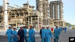 Nhà máy lọc dầu Dung Quất, tỉnh Quảng Ngãi.