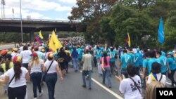 Las principales avenidas de Caracas, fueron tomadas por los manifestantes. 1 de abril de 2017. Foto: Álvaro Algarra / VOA.