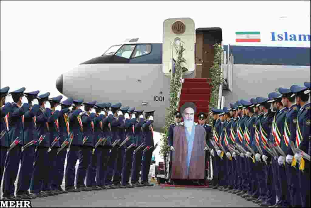 سی و سومین مراسم دهه فجر و بازسازی ورود آیت الله خمینی به تهران